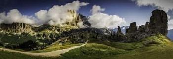 Duncan Dolomite Mountain Range Canvas